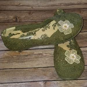 ⬇️$30 Dollhouse BoHo Crochet Slip On Flats Sz 8.5